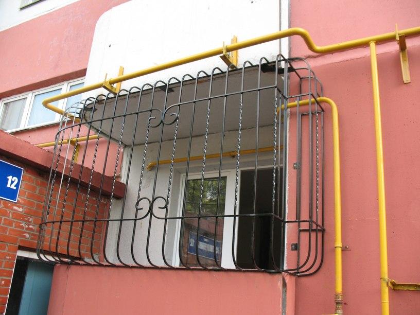Решетки на лоджию первого этажа