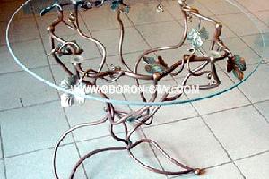 Кованные столы и банкетки